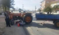 Isparta'da Traktörle Motosiklet Çarpıştı Açıklaması 1 Yaralı