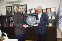 ÖMER ÖZCAN - MBDD'li Gençlerden Başkan Dişli'ye Ziyaret