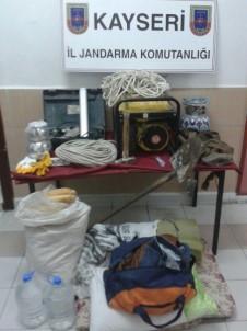 Kaçak Kazı Yapan 12 Kişi Suçüstü Yakalandı
