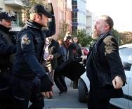NAZMI GÜR - HDP Genel Merkezi'ne Gitmek İsteyen Partililer İle Polis Arasında Arbede