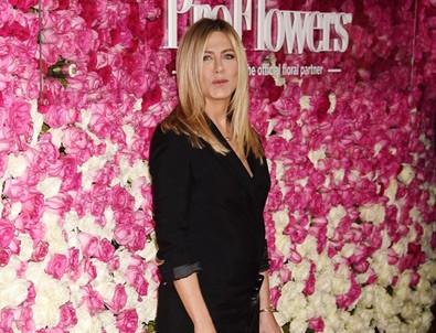 Jennifer Aniston'dan uçakta pilotla ilişki itirafı