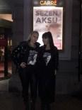 MINIK SERÇE - Amsterdam'da Hande Yener Ve Aylin Çoşkun'dan Sezen Aksu'ya Tişörtlü Mesaj