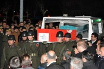MUSTAFA CANLı - Şehit Teğmen Erdoğan'ın Cenazesi Gümüşhane'ye Getirildi