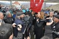 Şehit Cenazesinde Vatandaştan CHP'li Vekile 'Siyaset Yapıyorsun' Tepkisi