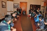 KARSSPOR - Şampiyon Kickboksculardan Vali Özdemir'e Ziyaret