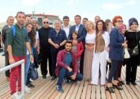 SUNA YıLDıZOĞLU - Ünlüler Elazığ'da Tekneyle Gezip, Martıları Seyretti