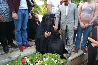 Bülent Ersoy, Aydoğan'ın Mezarı Başından Ayrılmak İstemedi