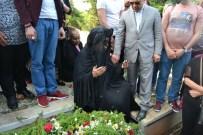 OYA AYDOĞAN - Bülent Ersoy, Aydoğan'ın Mezarı Başından Ayrılmak İstemedi