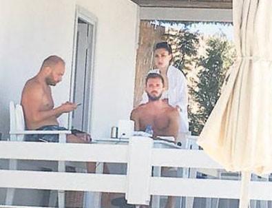 Emre Çolak transferi Alaçatı'da kutluyor