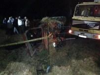 Hayvan Yüklü Kamyon, Traktörle Çarpıştı Açıklaması 1 Ölü, 2 Yaralı