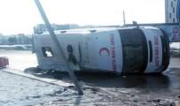 Hasta Nakil Ambulansı Otomobille Çarpıştı Açıklaması 4 Yaralı