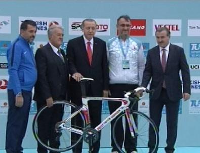 Erdoğan, 53. Cumhurbaşkanlığı Bisiklet Turu tanıtım toplantısında konuştu