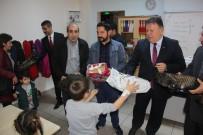 Artvin'de İlköğretim Okulu Öğrencilerine Ayakkabı Dağıtıldı