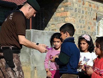 Özel harekat polislerinden çocuklara 'özel' ilgi