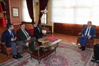 Vali Gül, Ugandalı Hafız Kyazze'yi Ödüllendirdi