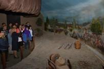 CELALETTIN CERRAH - Kent Müzesinin Gezen Engelli Öğrenciler Keyifli Dakikalar Yaşadı