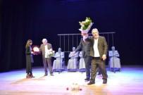 TANER BARLAS - 'Adalet, Sizsiniz' Oyunu, Tiyatro Severlerle Buluştu