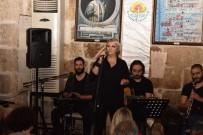 MUAZZEZ ABACı - Ünlülerin Vokalisti Gülden Taşkın Tarihi Konakta Nostalji Yaşattı