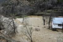 HARŞİT ÇAYI - Gümüşhane'de Yağmur Dereleri Taşırdı