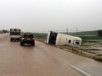 3 kişinin öldüğü, 30 kişinin yaralandığı kaza bölgesinde ambulans ve araçlar selde mahsur kaldı!