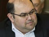 RECEP ÖZKAN - Rumi Forum'un başkanı anında kaçtı.