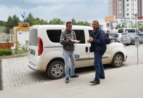 Taksisine Binen Dolandırıcıyı Karakola Götürüp Teslim Etti