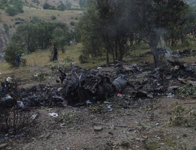 Helikopterin enkazı böyle görüntülendi