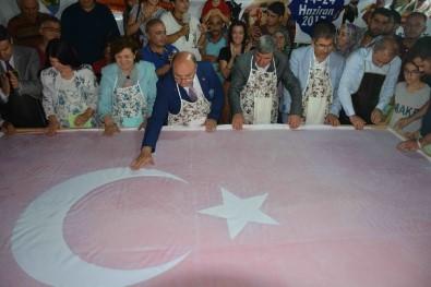 15 Temmuz Şehitleri Anısına 'Ebru' İle Dev Türk Bayrağı