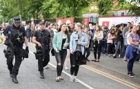 KATY PERRY - Manchester'da 50 Bin Kişilik Yardım Konseri