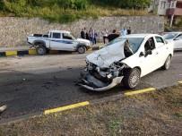 Kastamonu'da Kamyonet İle Otomobil Çarpıştı Açıklaması 3 Yaralı