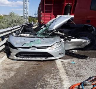 Tır ile otomobil çarpıştı: 2 ölü, 2 yaralı