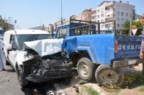 ZEKİ AYDIN - Milas'ta Kamyonet İle Hafif Ticari Araç Çarpıştı; 3 Yaralı
