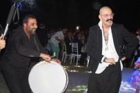 CEMİL İPEKÇİ - Cemil İpekçi, Kızım Dediği Azra Akın'ın Düğününde Döktürdü