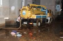 Artvin Valisi Ömer Doğanay Şiddetli Yağışlardan Zarar Gören Arhavi İlçesinde İncelemelerde Bulundu