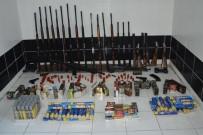 Minibüste Satmaya Çalıştığı Silahlarla Yakalandı