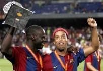 RONALDİNHO - Ronaldinho Futbolu Bıraktı