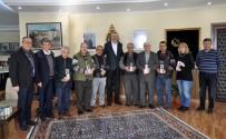 HÜSEYİN AYGÜN - Özkan'dan Kunduracılara Plaket