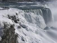 NİAGARA ŞELALESİ - Niagara Şelalesi Buzla Kaplandı