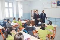 Hozat'ta Öğrencilere Yardımcı Kaynak Kitap Hediye Edildi