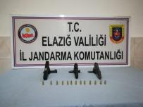 Jandarma Ekipleri, Ruhsatsız 3 Tabanca Ele Geçirdi