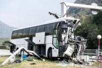 LUGANO - İsviçre'de Turistleri Taşıyan Otobüs Kaza Yaptı Açıklaması 15 Yaralı