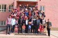 Köy Okullarındaki 348 Çocuğa Kıyafet Ve Kırtasiye Desteği