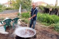 Yenifakılı'da Pekmez Kazanları Kaynıyor