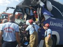 Yolcu Otobüsü Temizlik Aracına Çarptı Açıklaması 1 Ölü, 15 Yaralı