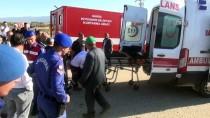 Hasta Servisi İle İşçileri Taşıyan Traktör Çarpıştı Açıklaması 5 Yaralı