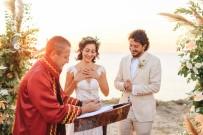 Oyuncu Tuğçe Altuğ İle Yönetmen Tolga Karaçelik Evlendi