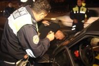 Polisten 100 Kilometre Boyunca Kaçan Otomobil Yol Kapatılarak Yakalandı