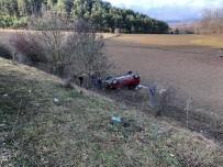 Yoldan Çıkan Otomobil Tarlaya Yuvarlandı Açıklaması 1 Ölü, 2 Yaralı