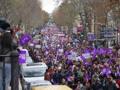 Fransa'da Kadınlar Şiddete Karşı Yürüdü