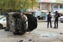 NATO - Refüje Çarpan Araç Yan Devrildi Açıklaması 2 Yaralı